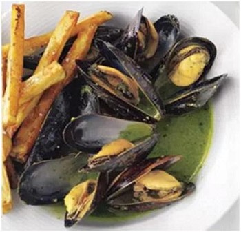 Mussels With Pesto and Garlic Oven Fries